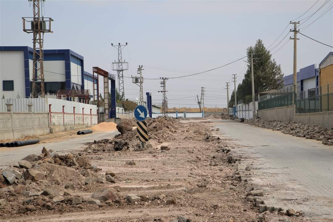 OSB'de bozulan yollar onarılıyor, altyapı çalışmaları sürüyor